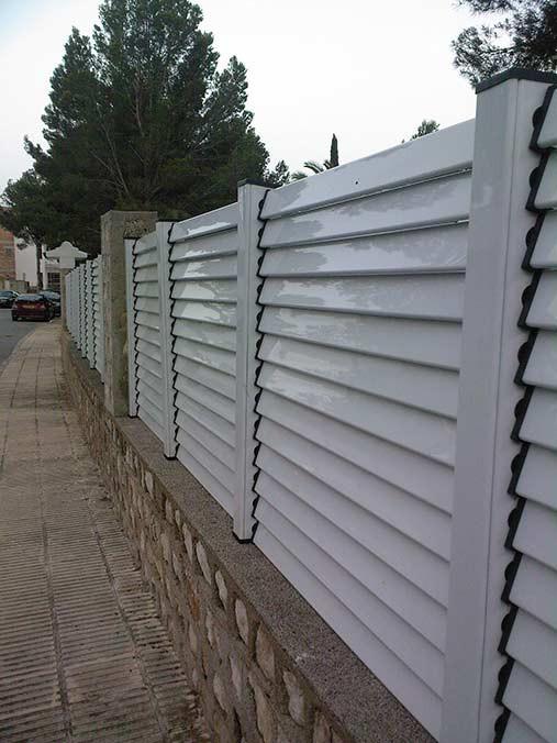Fabricaci n instalaci n de vallas y cercados en todo tipo - Vallas y cierres ...