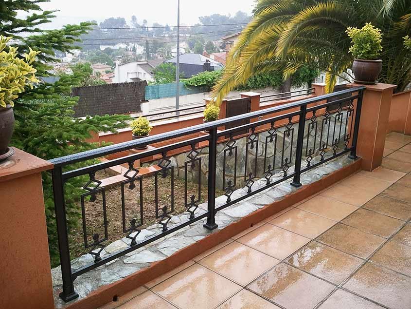 Fabricaci n de barandas y barandillas en barcelona for Barandas para terrazas