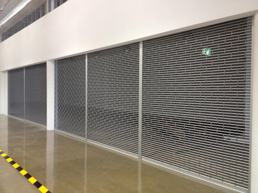 Fabricaci n la instalaci n de puertas enrollables en - Garajes de metal ...