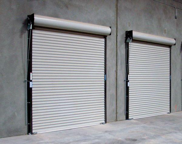 Fabricaci n la instalaci n de puertas enrollables en for Puertas enrollables