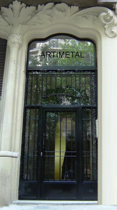 Fabricaci n de instalaci n de puertas en hierro forjado para entradas de escaleras diagonal mar - Colgadores de hierro forjado ...