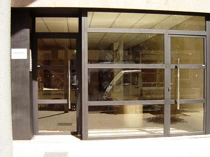 Casa en constructor instalacion de ventanas hierro forjado y puertas - Puertas de hierro exterior ...