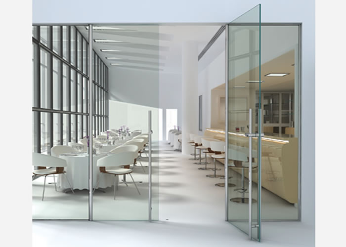 Puertas de cristal de seguridad con bisagras de acero inoxidable diagonal mar poble nou barcelona for Frameless interior glass doors