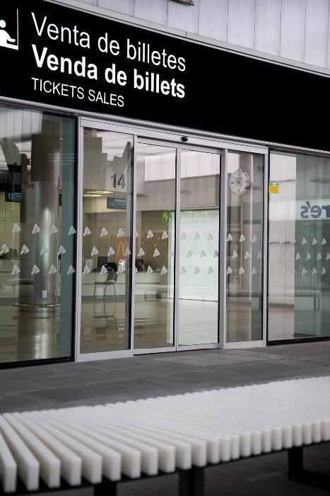 Puertas correderas autom ticas con cristal de seguridad for Puerta corredera de taller