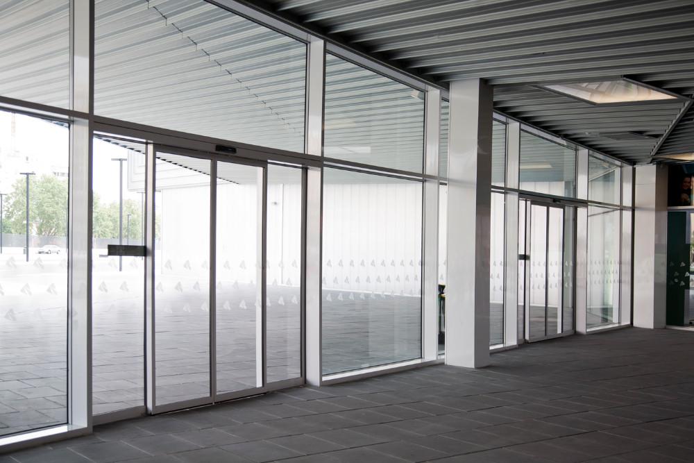 Puertas correderas de cristal autom ticas diagonal mar for Puertas correderas de cristal