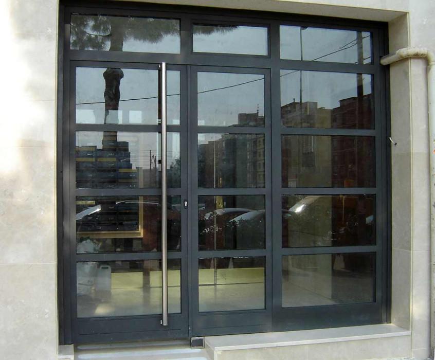 Fabricaci n de instalaci n de puertas en hierro forjado for Puertas y ventanas de hierro antiguas