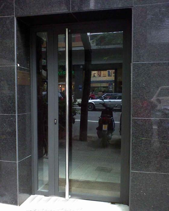 Puertas de exterior de hierro stunning principales diseos for Puerta hierro exterior
