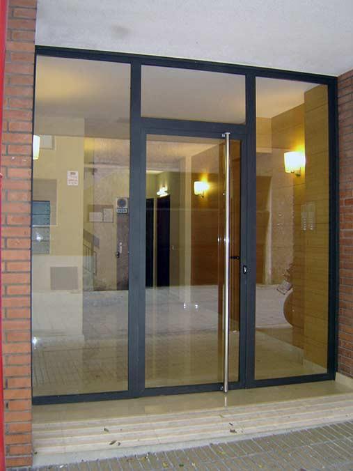 Fabricaci n de instalaci n de puertas en hierro forjado for Puerta hierro exterior