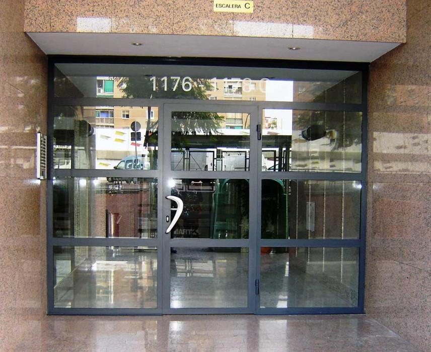 Puertas de hierro exterior puerta de hierro forjado for Precio de puertas de hierro para casas