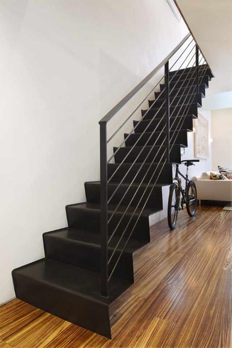 Escaleras met licas en acero galvanizado aluminio acero for Escaleras duplex fotos