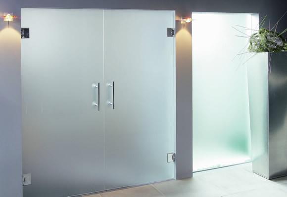 Puertas de cristal de seguridad con bisagras de acero inoxidable diagonal mar poble nou barcelona - Puertas deslizantes de cristal ...